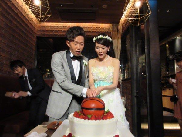 バスケットボールケーキ入刀